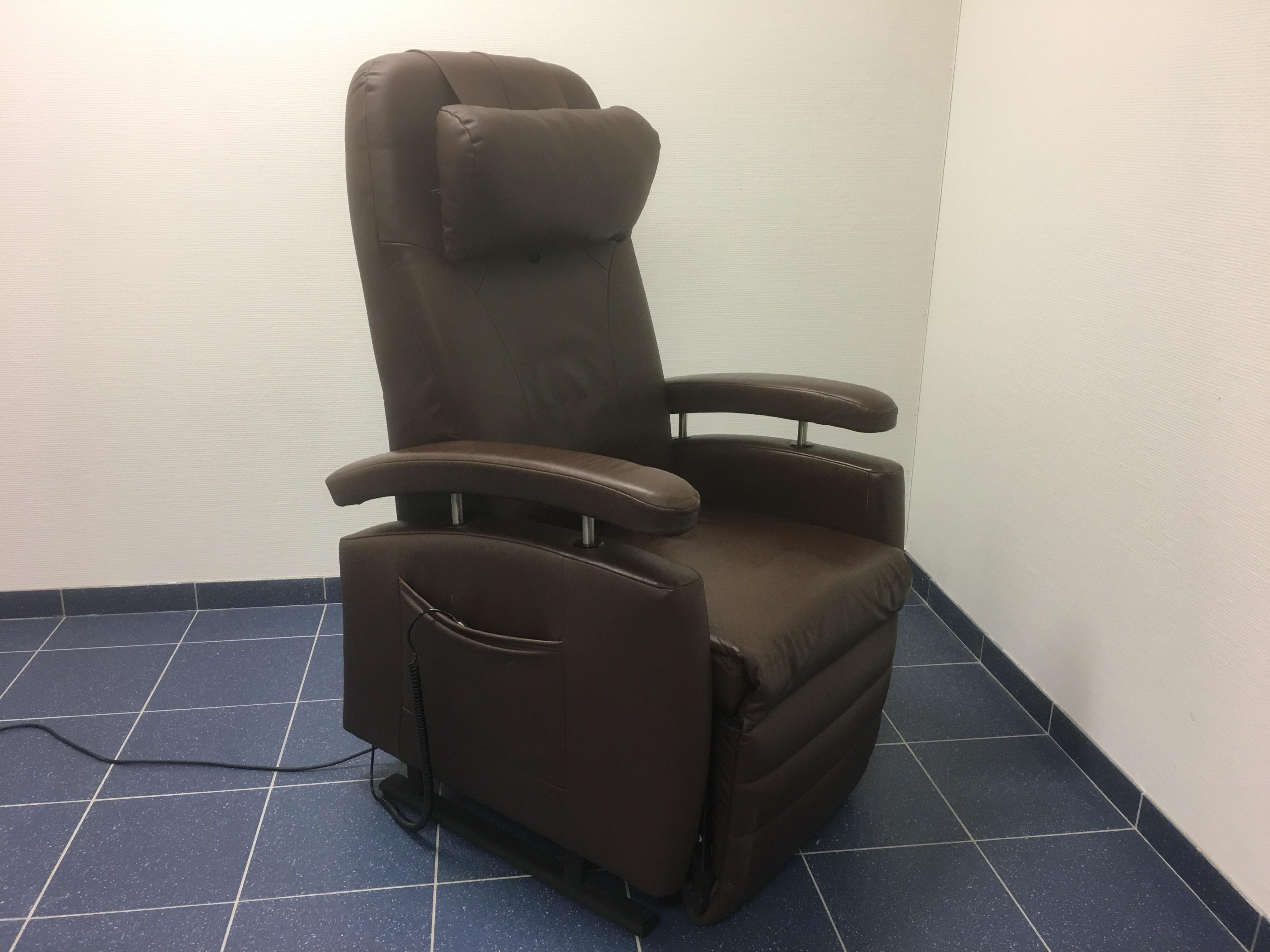 Stoel Voor Ouderen : Fitform sta op stoel drie motoren comfortadvies